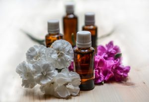 Aromaöle weiße Blüten | Webinar | Meine Wechseljahre | Hildegard Aman-Habacht