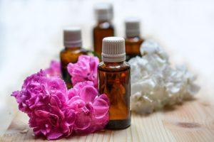 Aromaöle rosa Blüten | Webinar | Meine Wechseljahre | Hildegard Aman-Habacht